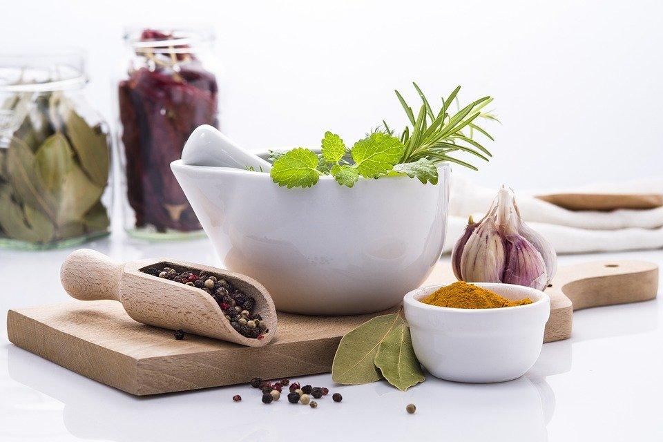 Pimentez vos efforts d'alimentation saine avec 3 herbes puissantes